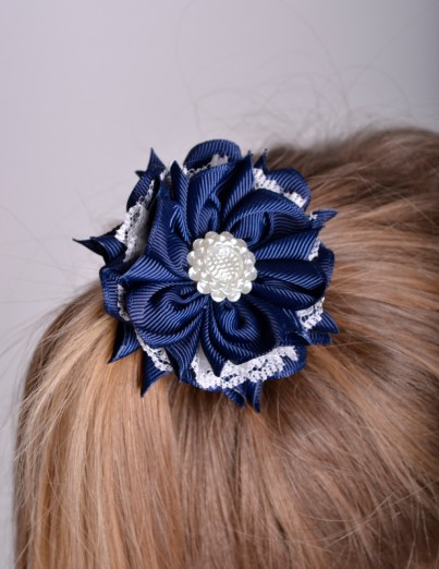 Темно-синий бант-цветок из...